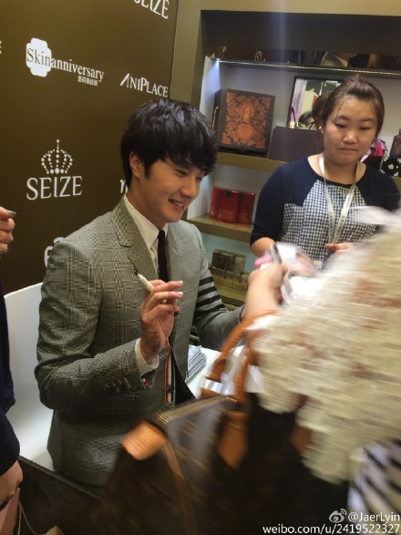 2015 5 19 Jung Il Woo attends the '2015 China Shanghai Cosmetics and Beauty Expo' 32