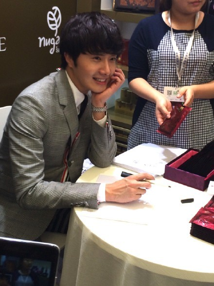 2015 5 19 Jung Il Woo attends the '2015 China Shanghai Cosmetics and Beauty Expo' 4