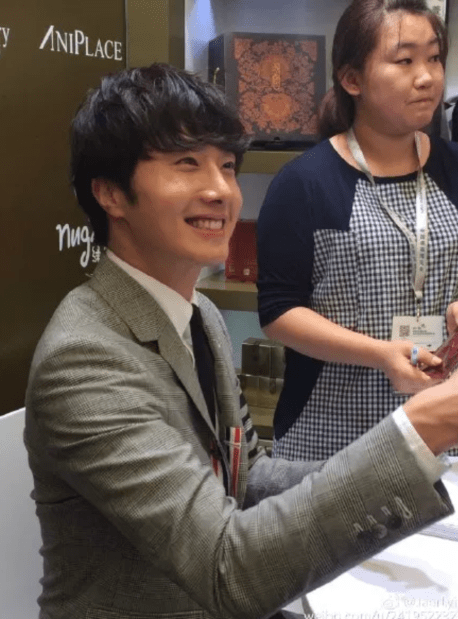 2015 5 19 Jung Il Woo attends the '2015 China Shanghai Cosmetics and Beauty Expo' 72