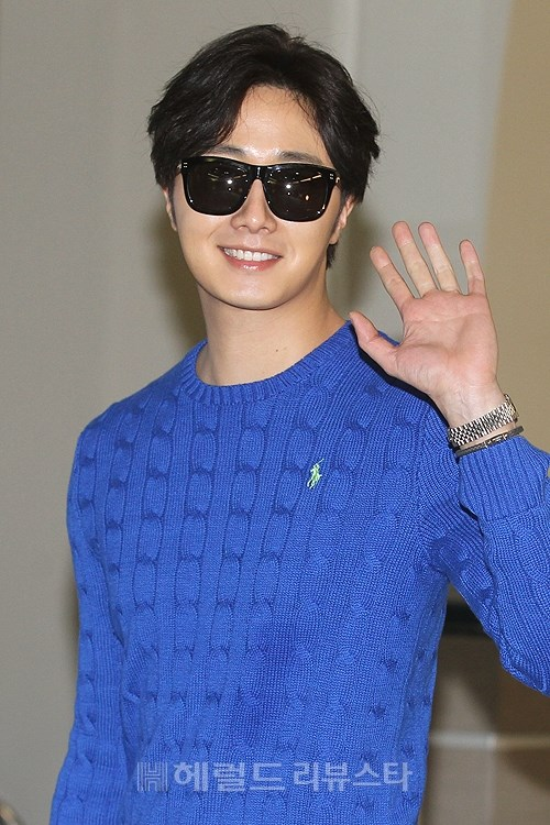 2015 5 Jung Il-woo at the airport in route to Jeju Island for Kwave Photo Shoot 3