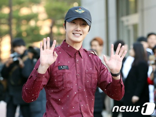 November 30, 2018 Jung il-woo officially completes his Civic:Military duty! 10