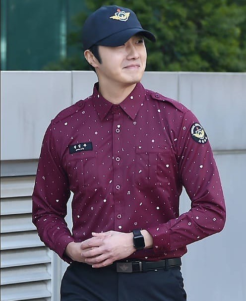 november-30-2018-jung-il-woo-officially-completes-his-civicmilitary-duty-121.jpg
