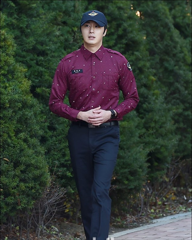 November 30, 2018 Jung il-woo officially completes his Civic:Military duty! 3