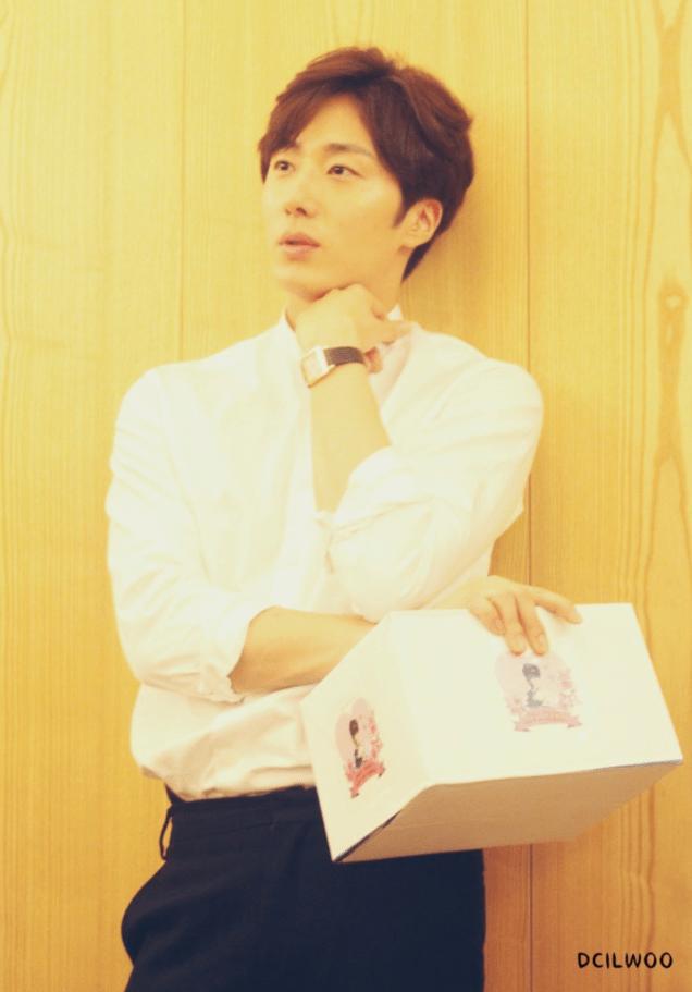 2015 09 04 Jung Il-woo celebrates his birthday. 7