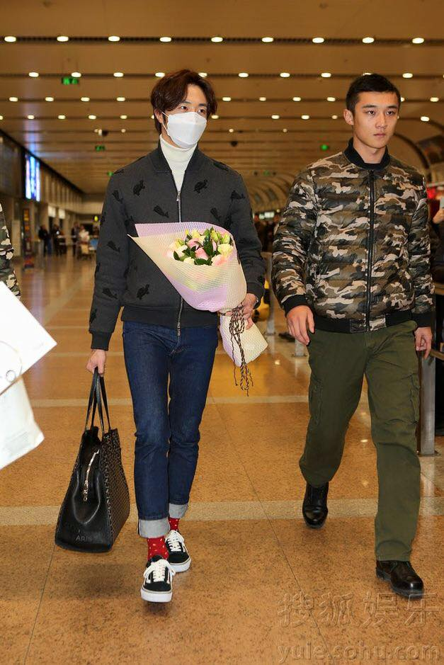 2015 12 3 Jung Il-woo going back home after High End Crush Event. Cr. On photo 1