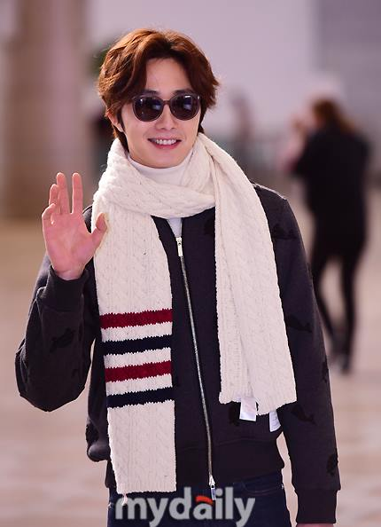 2015 12 3 Jung Il-woo headed to China for High End Crush Event. Cr. On photo 12