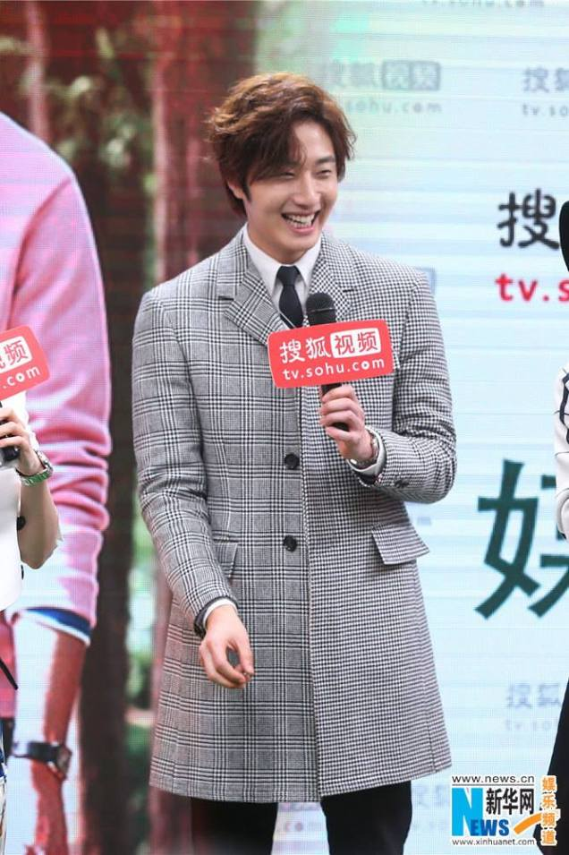 2015 12 4 Jung Il-woo in the High End Crush Press Conference Cr. SOHU TV and as posted. 21