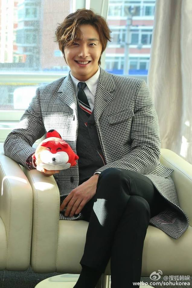 2015 12 4 Jung Il-woo in the High End Crush Press Conference Cr. SOHU TV and as posted. 36.jpg