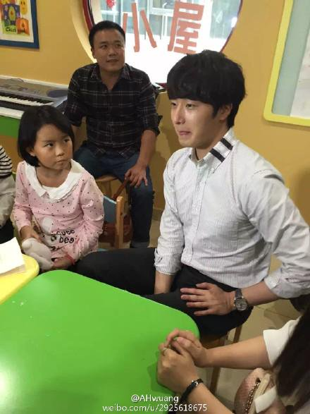 2015 6 5 Jung Il woo meet children at the Shanghai Hospital.10
