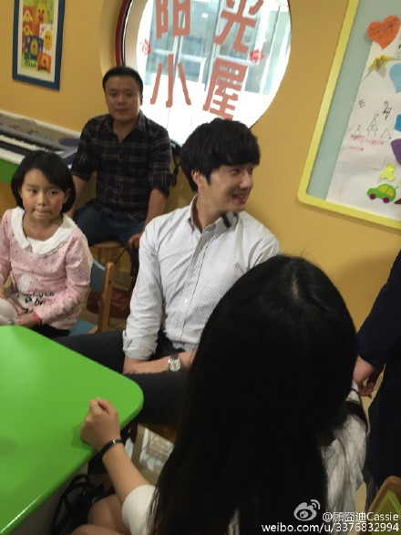 2015 6 5 Jung Il woo meet children at the Shanghai Hospital.4