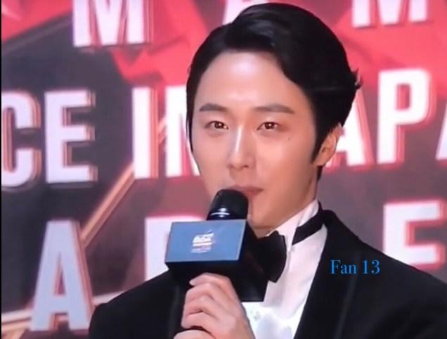 2018 12 12 Jung Il-woo at the MAMA Awards. Cr. Mnet Edits Fan131