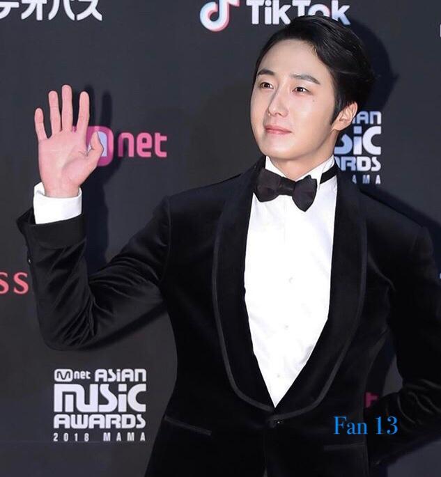 2018 12 12 Jung Il-woo at the MAMA Awards. Cr. Mnet Edits Fan1310