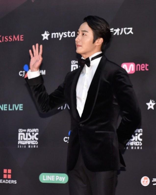 2018 12 12 Jung Il-woo at the MAMA Awards. Cr. Mnet Edits Fan1311