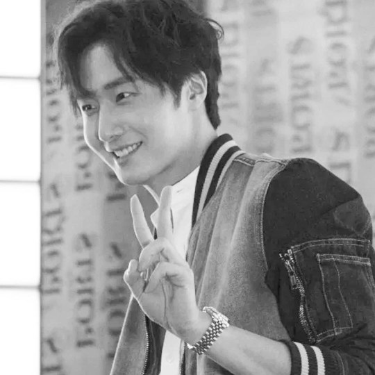 Jung Il-woo at the Ports 1961 Fashion Show. Edits by Fan 13. Original by Sssusssy, Weibo. 4
