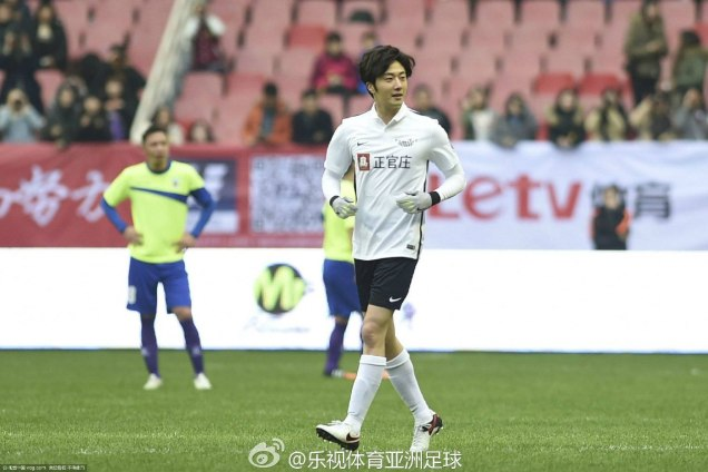 2016 1 10 jung il-woo playing soccer in the 2016 asian smile cup. 2