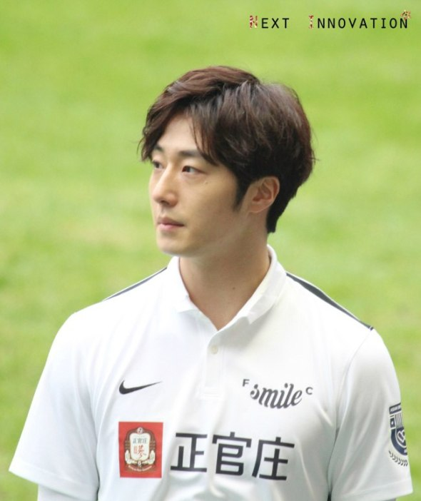 2016 1 10 Jung Il-woo playing soccer in the 2016 Asian Smile Cup. 57.jpg