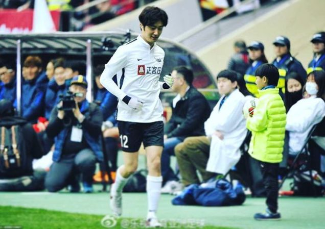 2016 1 10 jung il-woo playing soccer in the 2016 asian smile cup. 92