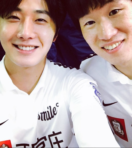 2016 1 10 jung il-woo with park ji sung at the asian smile cup. 20