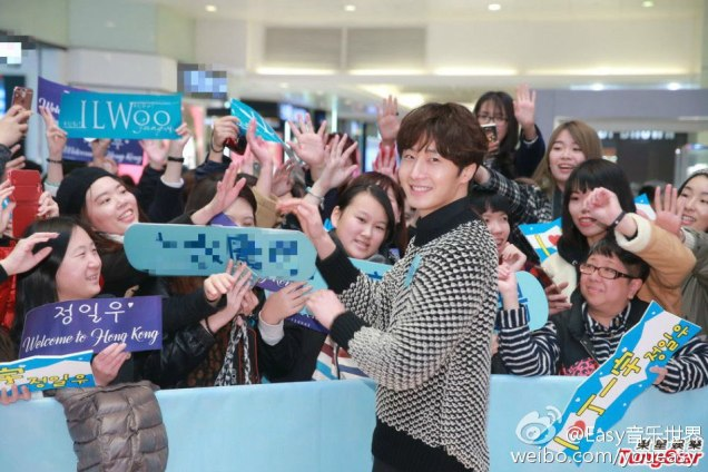 2016 1 23 hong kong fan meeting. posing with fans. cr. on photos.6