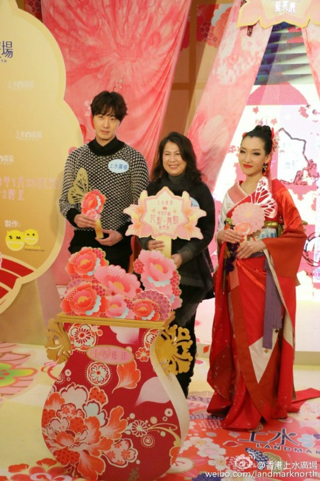 2016 1 23 jung il-woo in hong kong fan meeting extras holding things 12
