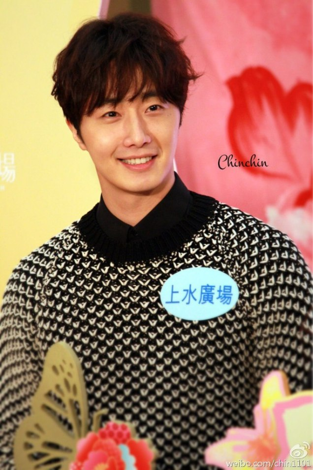 2016 1 23 jung il-woo in hong kong fan meeting extras holding things 4