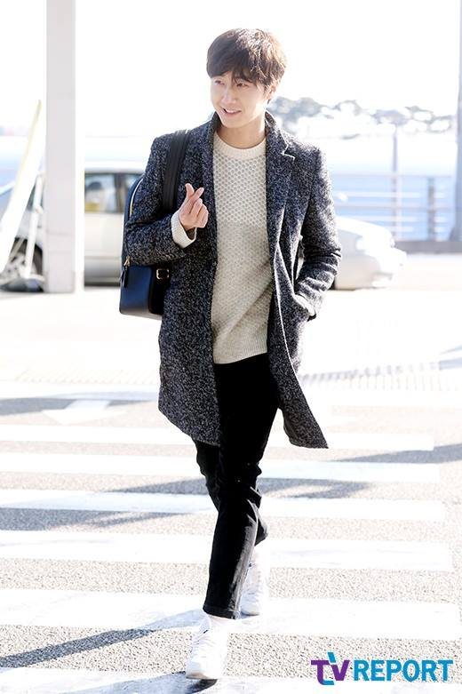 2016 1 9 jung il-woo in the airport going to shanghai for the smile cup part 2 12