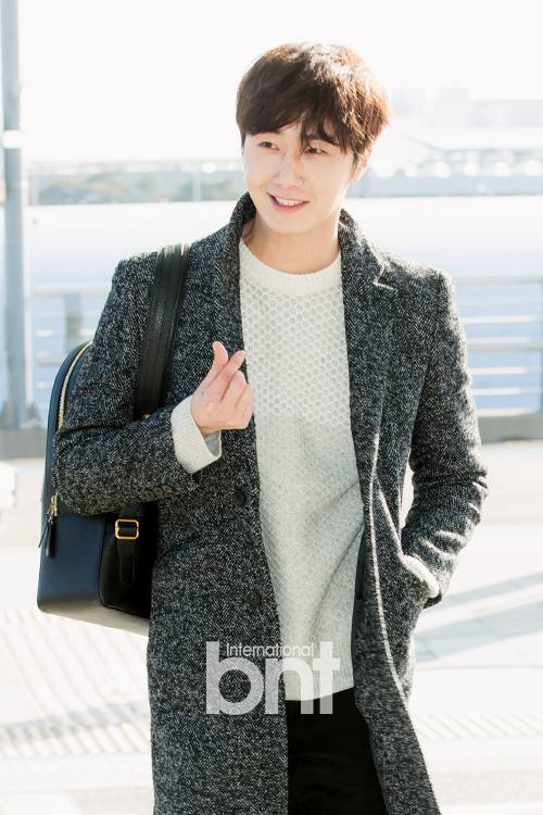 2016 1 9 jung il-woo in the airport going to shanghai for the smile cup part 2 14