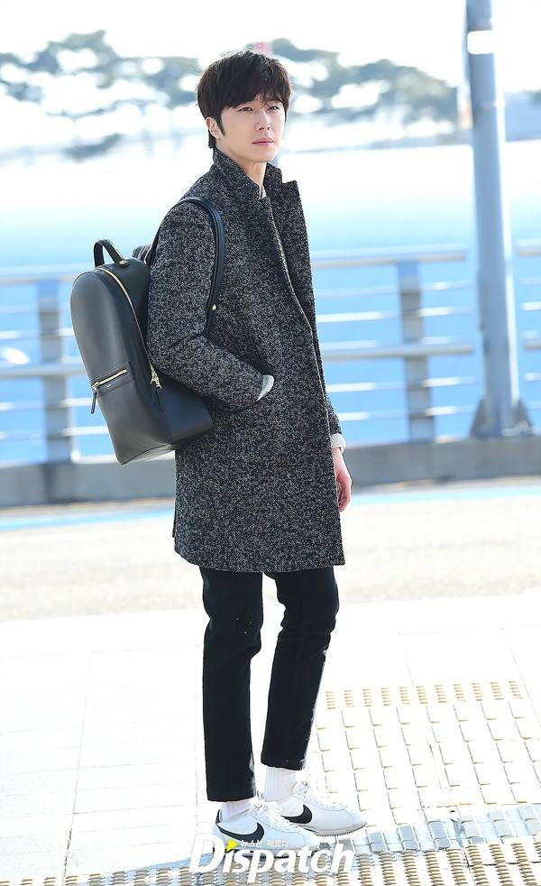 2016 1 9 jung il-woo in the airport going to shanghai for the smile cup part 2 18