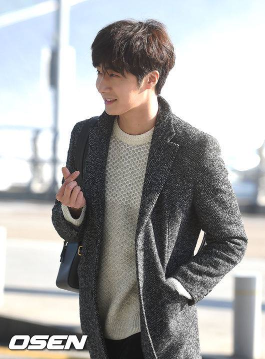 2016 1 9 jung il-woo in the airport going to shanghai for the smile cup part 2 27