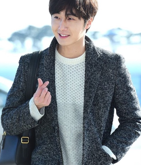 2016 1 9 jung il-woo in the airport going to shanghai for the smile cup part 2 31
