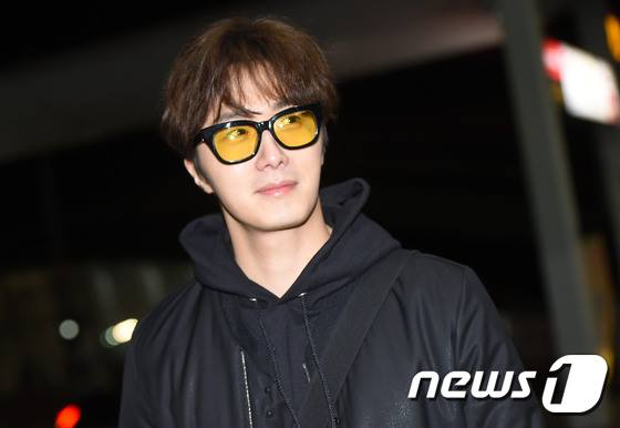 2016 2 20 jung il-woo in route to dubai for running man filming. cr. on photos. 5