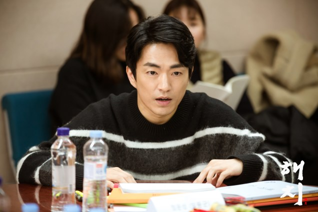 2018 12 18 jung il-woo and cast of haechi during script reading. 5
