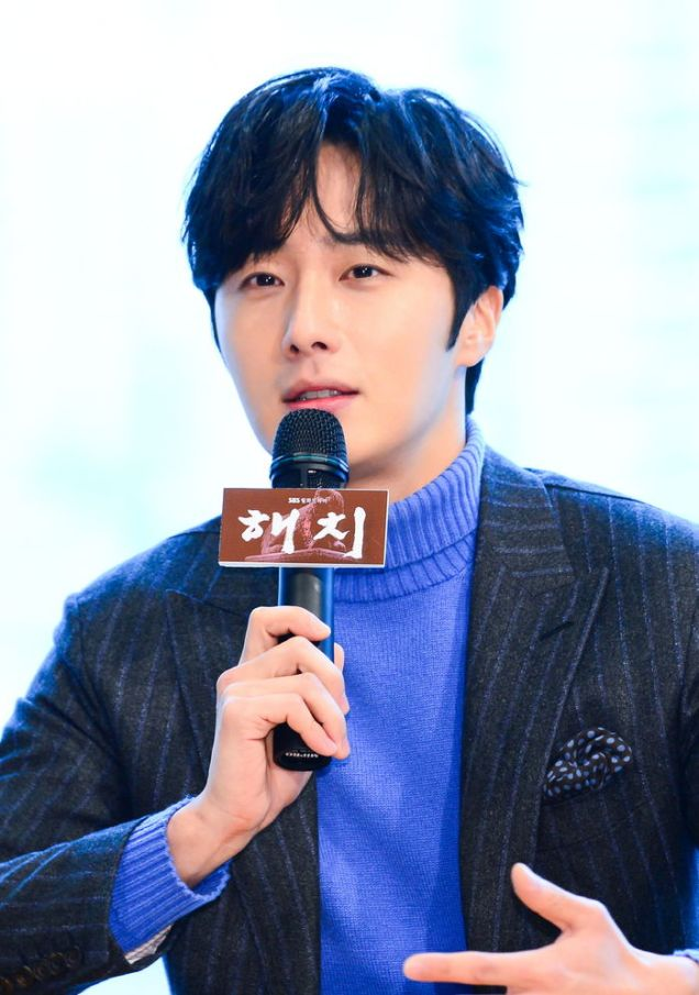 2019 1 21 jung il-woo at the sbs press conference for haechi. cr. sbs 1