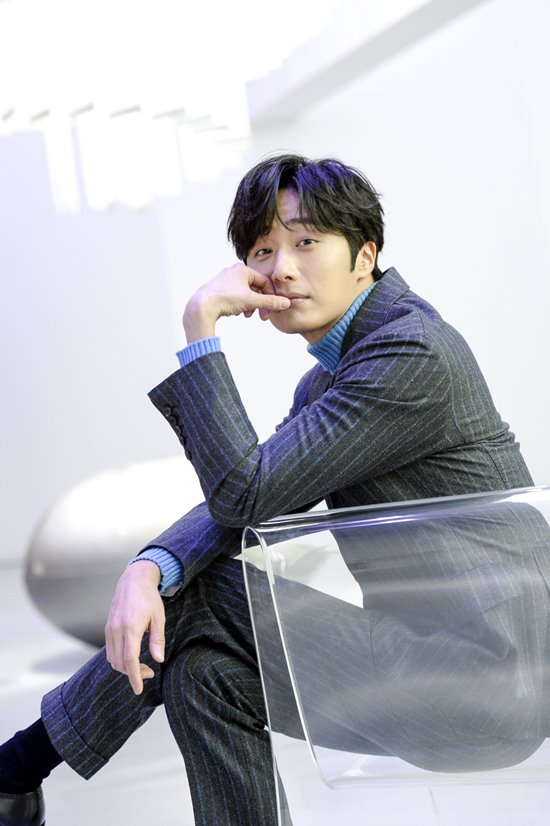 2019 1 21 jung il-woo at the sbs press conference for haechi. cr. sbs 11