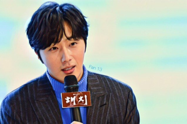 2019 1 21 Jung Il-woo at the SBS Press Conference for Haechi. Cr. SBS Edited by Fan 13 1.JPG