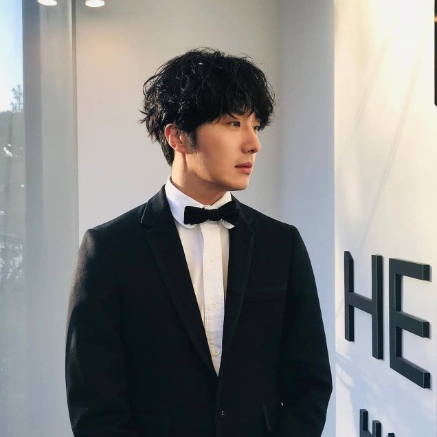 2019 1 5 jung il-woo at the 33rd golden awards. cr. jung il-woo and hearts_boriv0v (his hair stylist!) 5
