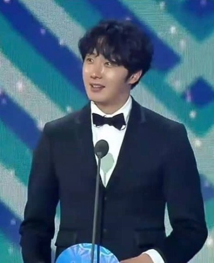 2019 1 5 jung il-woo at the 33rd golden awards. cr. on photo 4