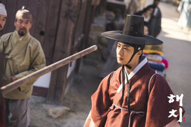 2019 2 11 Jung Il-woo BTS Haechi Episode 1. Cr. SBS, Dispatch. 26