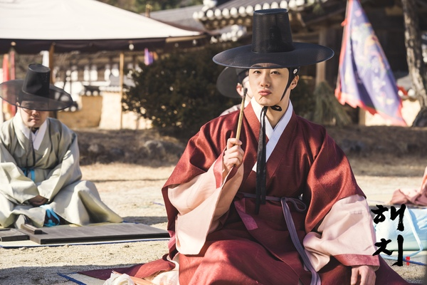 2019 2 11 Jung Il-woo BTS Haechi Episode 1. Cr. SBS, Dispatch. 27