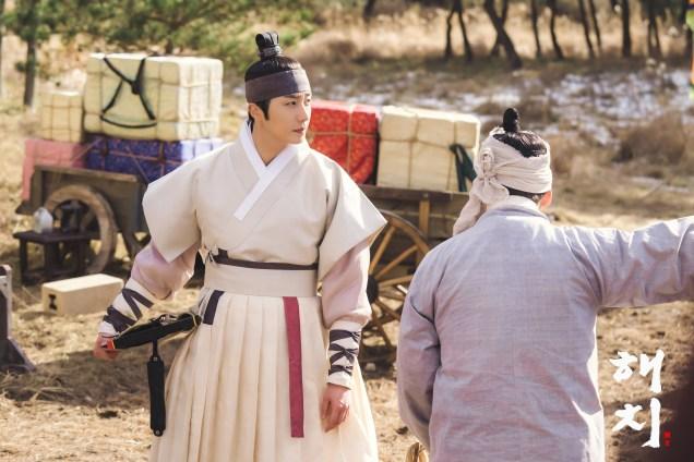 2019 2 12 Jung Il-woo in Haechi Episode 2 (3-4) BTS 5.jpg