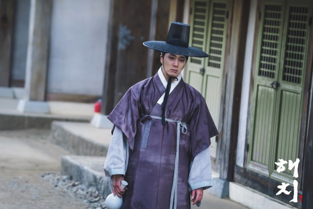 2019 2 18 Jung Il-woo in Haechi Episode 4 (7,8) Behind the Scenes. Cr. SBS. 3