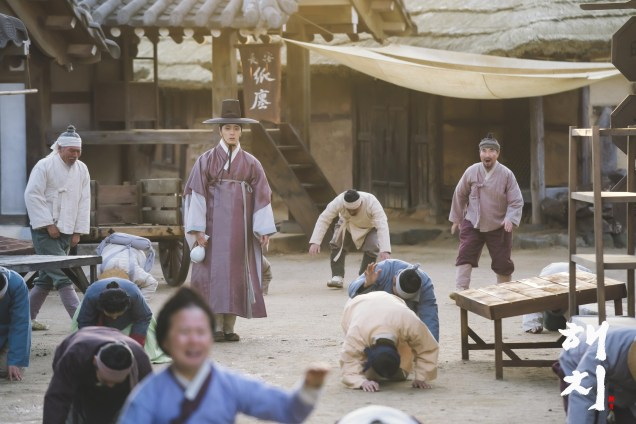 2019 2 18 Jung Il-woo in Haechi Episode 4 (7,8) Behind the Scenes. Cr. SBS. 6