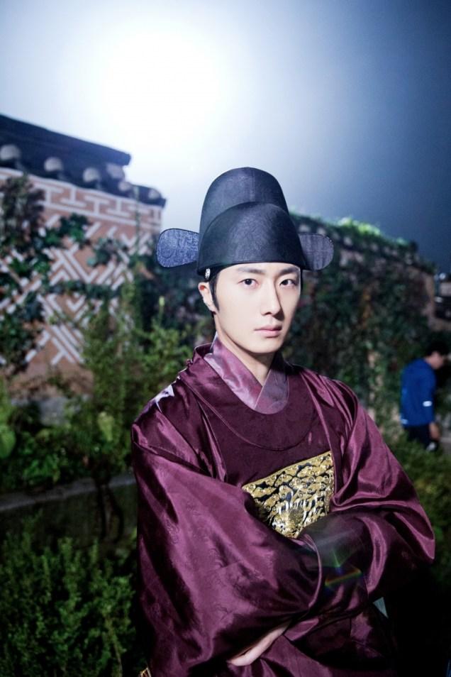 Jung II-woo in the Night Watchman's Journal Episode 5 BTS Cr. MBC   13.jpg