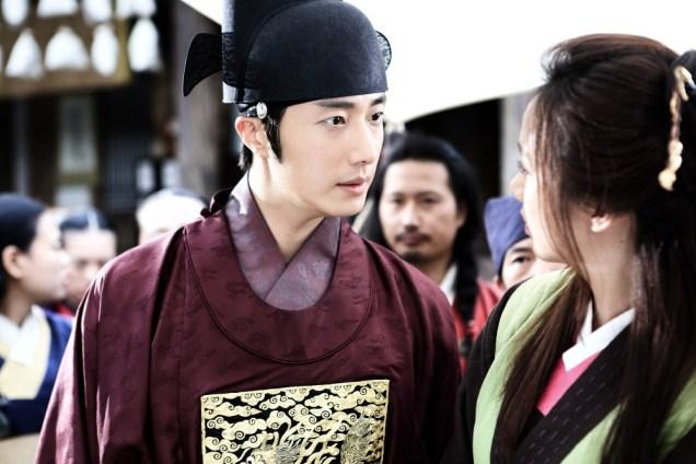 Jung II-woo in the Night Watchman's Journal Episode 5 BTS Cr. MBC   2.jpg