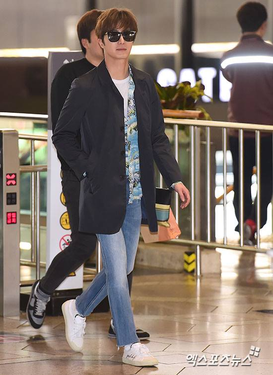 2016 4 14 Jung Il-woo at the airport in route to Japan for Fan Meeting. 6