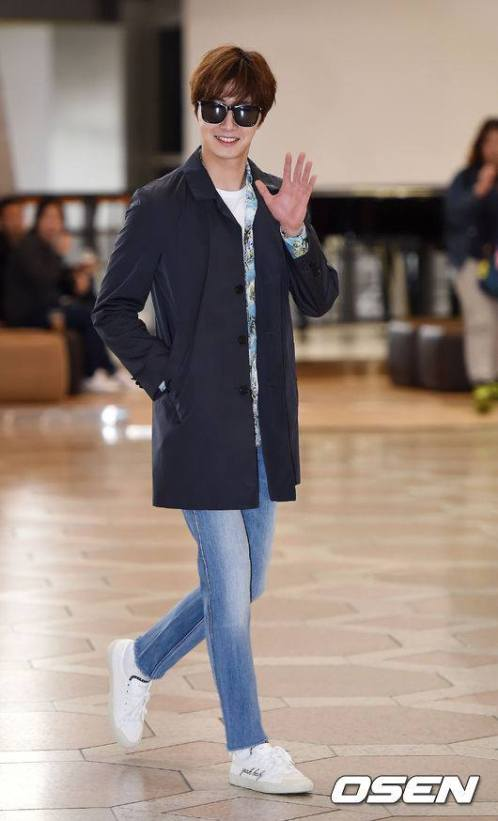 2016 4 14 Jung Il-woo at the airport in route to Japan for Fan Meeting. 9