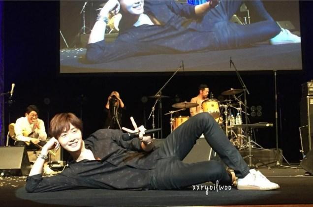 2016-4-15-jung-il-woo-at-the-10th-thank-you-fan-meeting-in-japan.-cr.-fan-taken-14.jpg