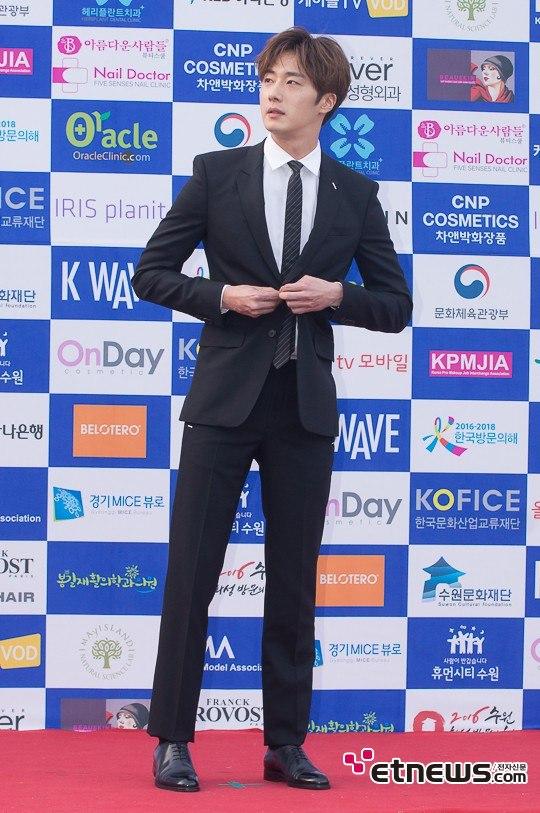 2016 5 21 Jung Il-woo at the Asian Model Awards. Photo Pose. 1