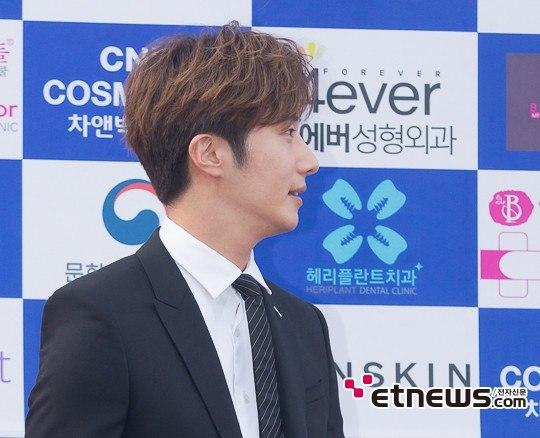 2016 5 21 Jung Il-woo at the Asian Model Awards. Photo Pose. 3