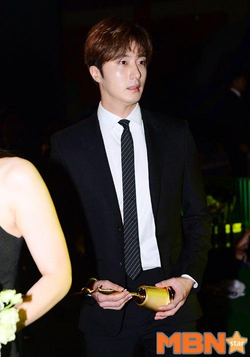 2016 5 21 Jung Il-woo at the Asian Model Awards. Receiving Award. 14